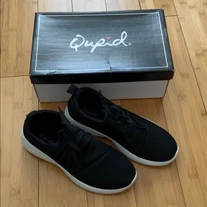 New In Box Black Casual Sneaker by Qupid Sz 7